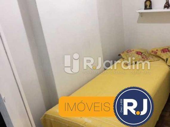 """2 Quartos em <span itemprop=""""addressLocality"""">Copacabana</span>, ótima localização, dep. completa, sala com 2 ambientes e reformardo."""