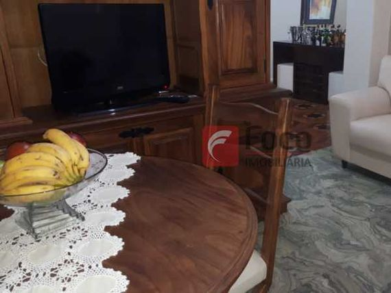 PRÓXIMO ATERRO E METRÔ - SALÃO 03 QUARTOS COM GARAGEM - ÓTIMA PLANTA