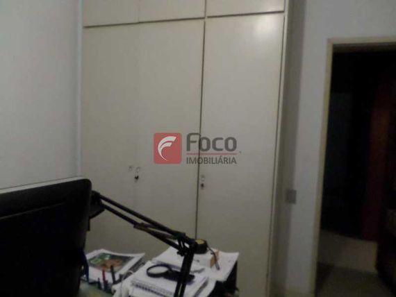 COBERTURA DUPLEX COM APROX. 420M  -  03 SALAS 04 QTS. COM 02 VAGAS - PISCINA NO BAIRRO PEIXOTO