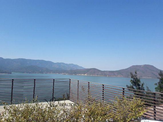 Espectacular y segura propiedad con maravillosa vista al lago