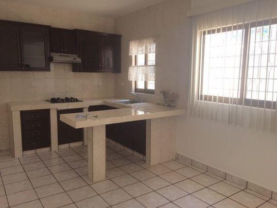 Casa en Venta en Las Palomas, excelente ubicación.