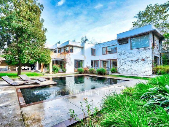 Gran Casa Mediterránea en Jardín la Dehesa, en Condominio