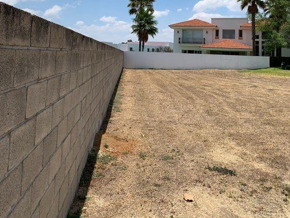 Amplio Terreno de Super Lujo Las Lomas Club de Golf