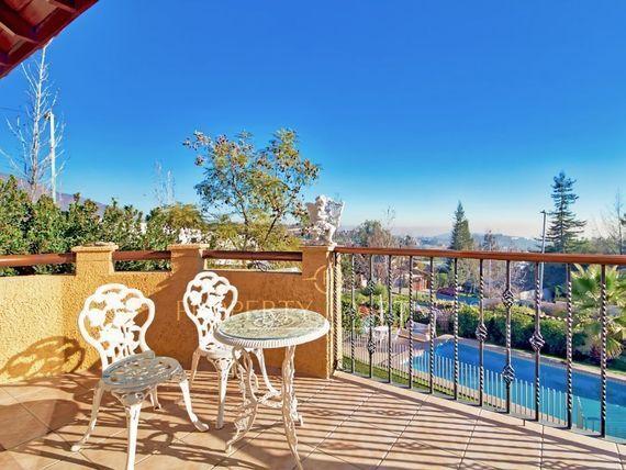 """<span itemprop=""""addressLocality"""">Las Condes</span>  QUINCHAMALI,  Linda casa estilo colonial , con gran vista."""