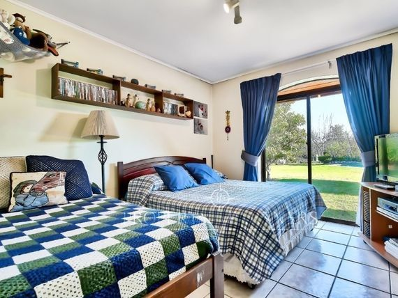 Hermosa Casa estilo chilena en condominio consolidado