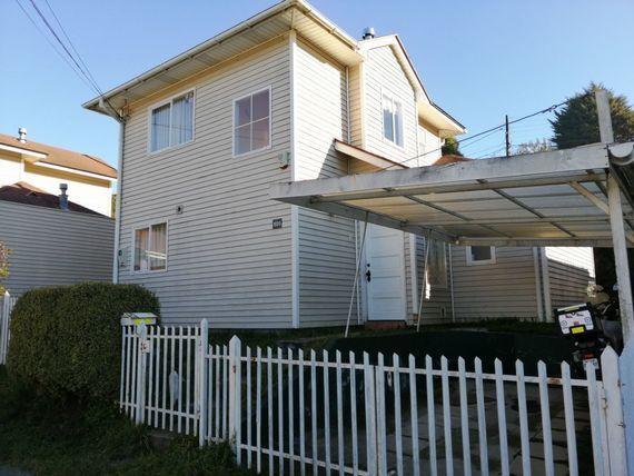 Casa en Sector Residencial de Puerto Varas