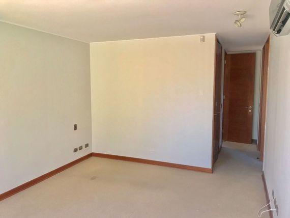 """Excelente casa en buen sector <span itemprop=""""addressLocality"""">Chamisero</span>"""