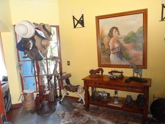 Espectacular Casa Chilena en condominio cerrado en Lomas de Mantagua.