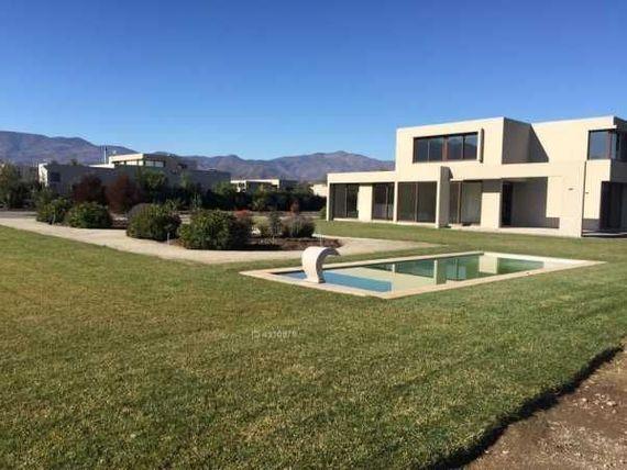Amplia casa en Algarrobal