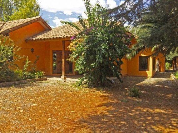 Estupenda Casa con 5000mt2 de terreno en Chicureo