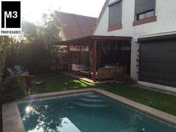 Casa preciosa 4D/3B + serv, Camino El Huinganal/Pie Andino