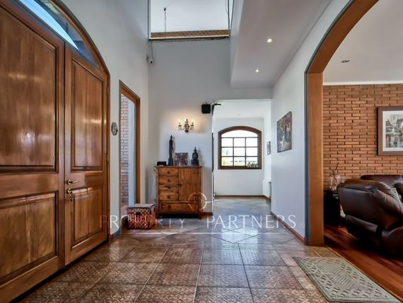 Estupenda casa Estilo Francés a pasos Santiago College