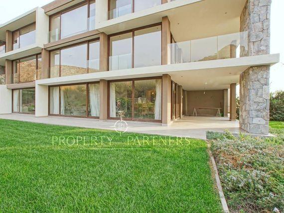 Piedra Roja. Excelente departamento en primer piso con jardín, Hacienda Chicureo