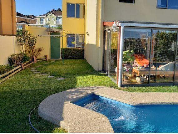 Venta  Impecable casa en condominio en Los Almendros