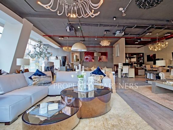 "Estupendo local comercial en moderno edificio de diseño arquitectónico, <span itemprop=""addressLocality"">Vitacura</span>"