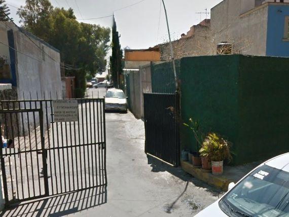 CASA 200 M2, 3 RECÁMARAS, 1 1/2 BAÑOS, GARAJE, PATIO DE SERVICIO.