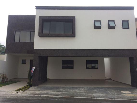 """Casa nueva en venta en Fraccionamiento en <span itemprop=""""addressLocality"""">La Joya Privada Residencial</span>"""