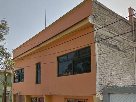 CASA 245 M2, 3 RECÁMARAS,   2 1/2 BAÑOS,  GARAJE, PATIO DE SERVICIO.