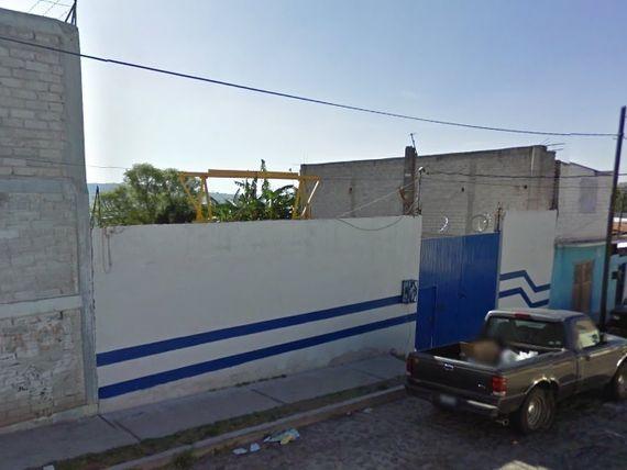 TERRENO, 872 M2, CON CONSTRUCCIÓN DE TALLER, APARENTEMENTE.