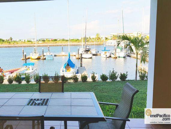 "Hermosa Villa con Marina en <span itemprop=""streetAddress"">Paseo De La Isla</span>!"