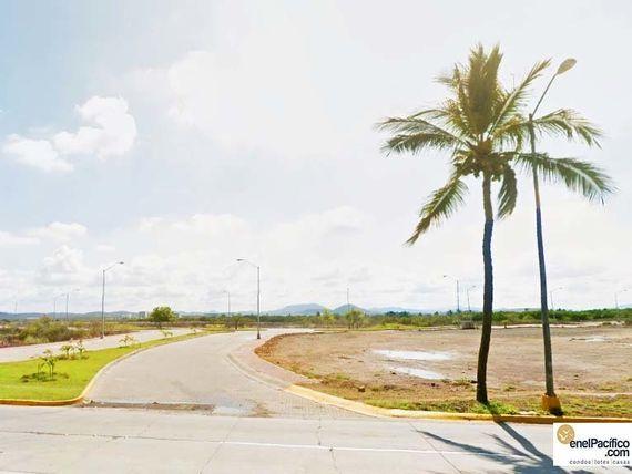 Terreno con Marina y Playa