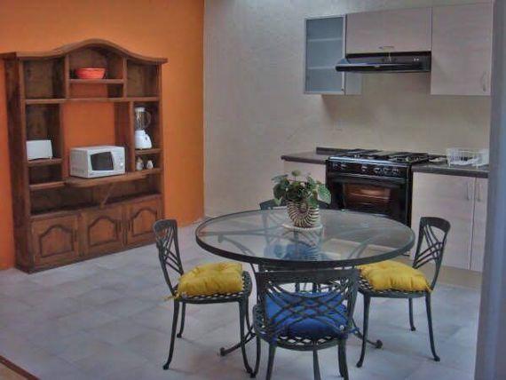 """Casa al norte de <span itemprop=""""addressLocality"""">Cuernavaca</span>, 5 recs, alberca, vigilancia."""