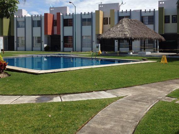 Casa en Emiliano Zapata 2 recs, alberca, seguridad.