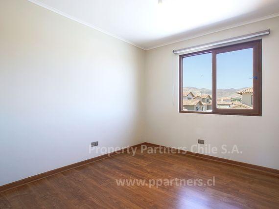 Piedra Roja, Casa chilena  casi nueva en condominio