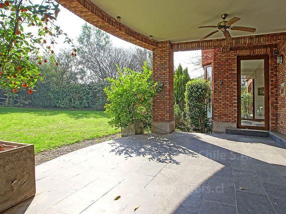 Las Brisas de Chicureo, casa inglesa con maravilloso jardín