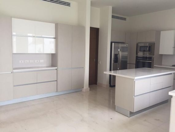 Casa nueva de 3 recamaras en Valle Poniente