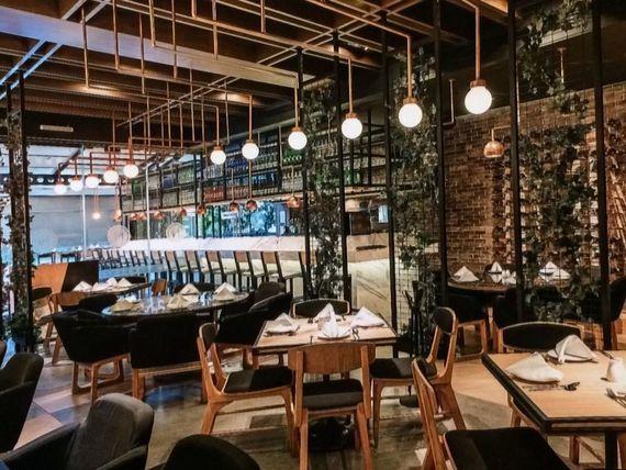 Local en Renta en Calzada del Valle Amueblado y Equipado para Restaurante AAA