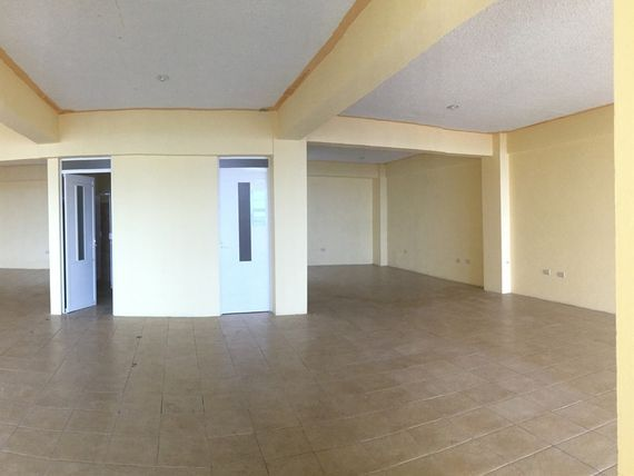 Funcional edificio para oficinas casi esquina Av. 20 de Noviembre
