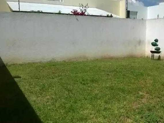PRECIOSA CASA CON FINOS ACABADOS EN CUMBRES DE LAGO JURIQUILLA