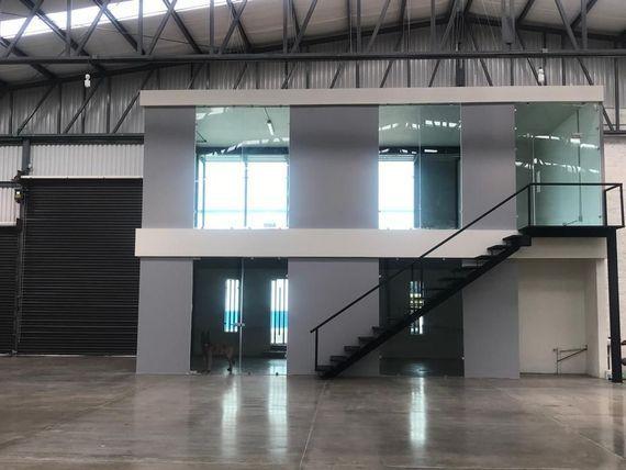 Bodega en renta 1,400m2 Zona Aeropuerto, Parque CIMEG