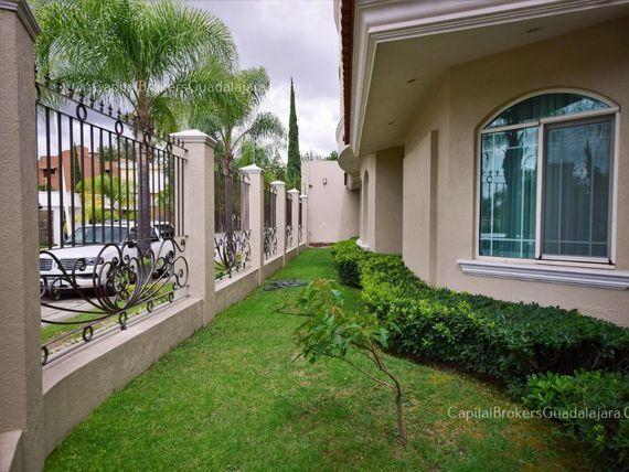 Casa de Lujo en  Bugambilias Zona Sur
