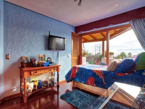 San Carlos de Apoquindo ,Linda casa en calle tranquila excelentes accesos.