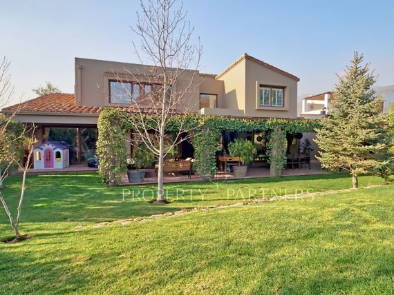 Piedra Roja, impecable casa en Condominio Hacienda Chicureo