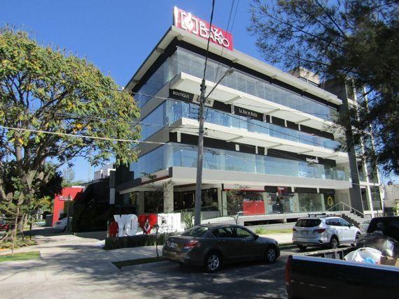 Rento locales comerciales en Av. Rubén Darío