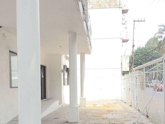 Casa en renta con uso de suelo, en la Del Valle.