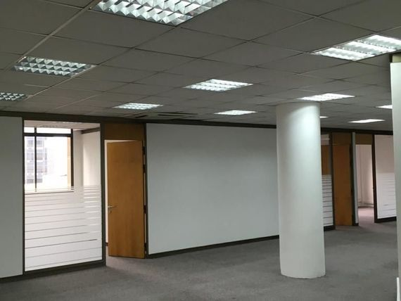 "Oficina planta libre en pleno Centro de <span itemprop=""addressLocality"">Santiago</span>"
