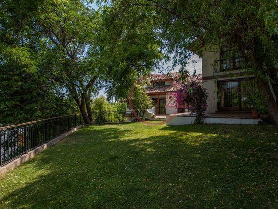 Casa con cancha de BABYFUTBOL- Calle Cerrada