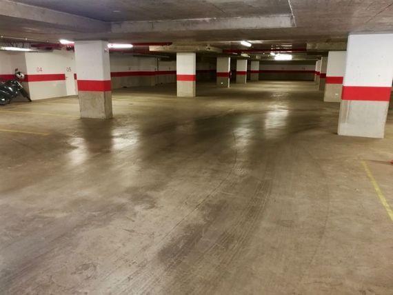 """Estacionamiento por mes, <span itemprop=""""streetAddress"""">Pedro De Valdivia</span> con Rodrigo de Araya"""