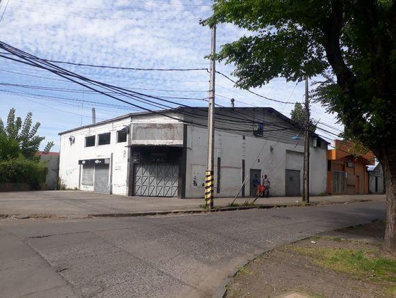 Gran local comercial en Avenida Argentina