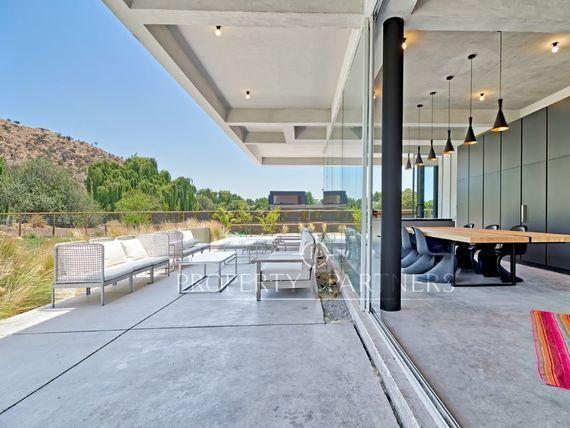 Moderna casa de Vanguardista arquitectura en Exclusivo Condominio
