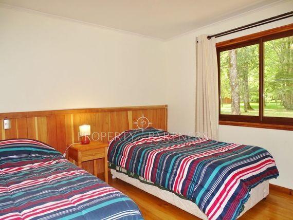 "Maravillosa Casa en Condominio Ecoparque en <span itemprop=""addressLocality"">Pucón</span> con precioso entorno nativo"