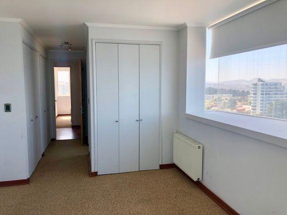 Amplio departamento con vista asegurada al mar, en Av. Edmundo Eluchans, Reñaca.