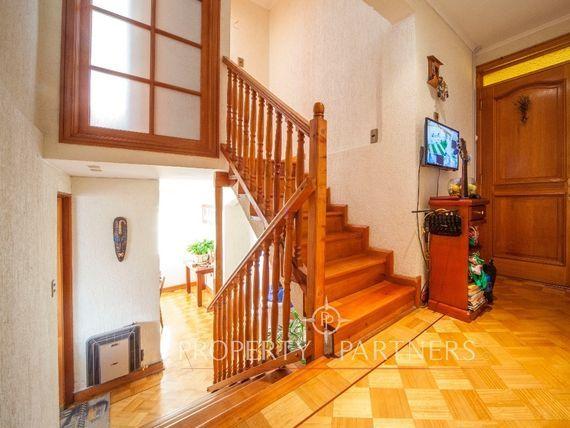 Impecable casa de 3 niveles en San Joaquín