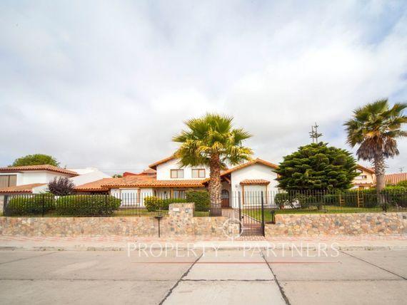 Casa en espectacular pasaje de San Joaquin.