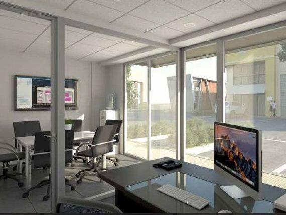 "Condominio de Bodegas con Oficinas - <span itemprop=""addressLocality"">Renca</span>, cerca Aeropuerto"