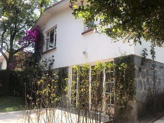 Casa en renta en Lomas, sensación de paz, con ubicacion privilegiada.